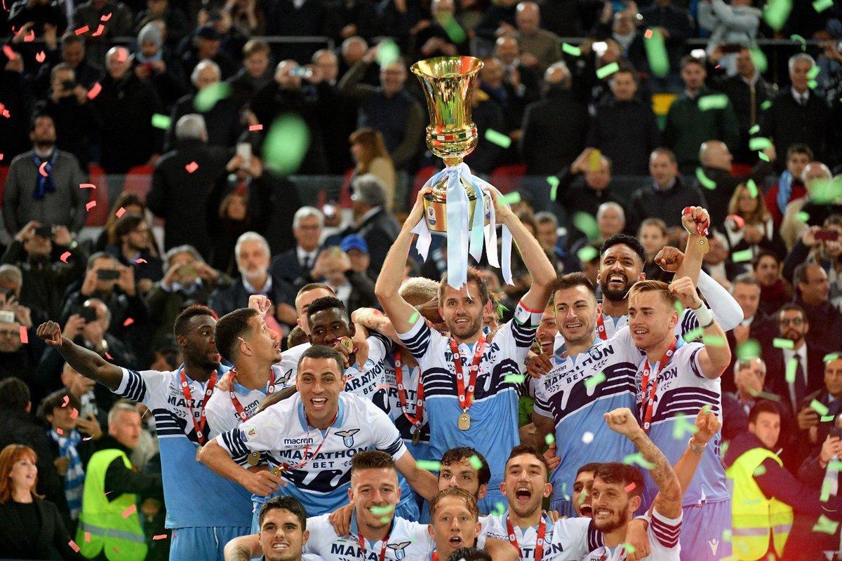 La Coppa torna a casa 🏆 🏆 🏆 🏆 🏆 🏆 🏆 #CoppaItalia #ForzaLazio ⚪🔵🦅 @OfficialSSLazio https://t.co/ClYJbdbJDC