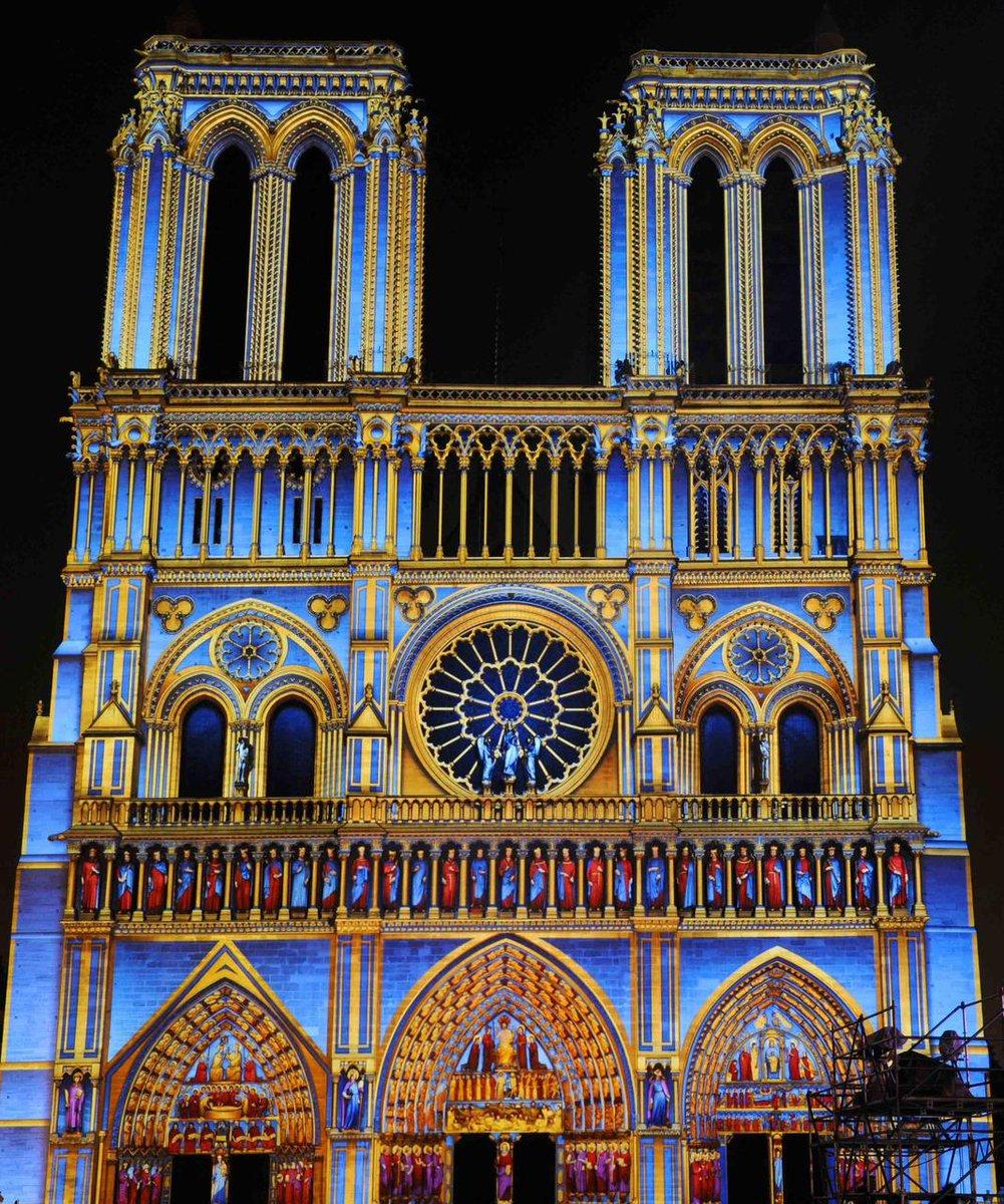 👉 Notre-Dame de #Paris en couleurs à loccasion du centenaire de 1918. #secretsdhistoire consacre un numéro spécial de son magazine à «la vieille reine de nos cathédrales» selon lexpression de Victor Hugo (en kiosque aujourdhui). 💚💙💛🧡🧡❤💜 #rainbowmw #MuseumWeek
