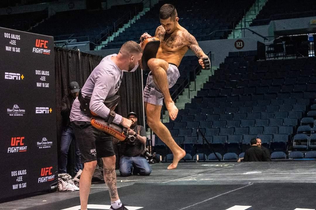#UFCROCHESTER Charles Jourdain en action à la séance d'entraînement publique  Preparez-vous pour les débuts de Charles ''Air'' Jourdain à l'UFC    LA VOIX DES AVEC CHARLES JOURDAIN : https://t.co/xVcDOFlsJZ https://t.co/KnKNRUOZMh