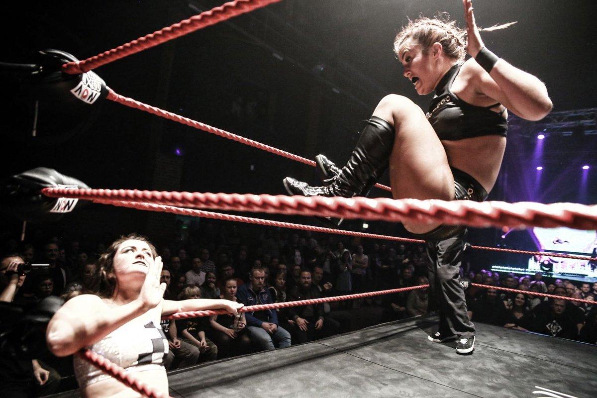 #wrestling  @Kelly_WP @Real_Valkyrie#NXTUK #wxwnow #killerkelly #valkyrie