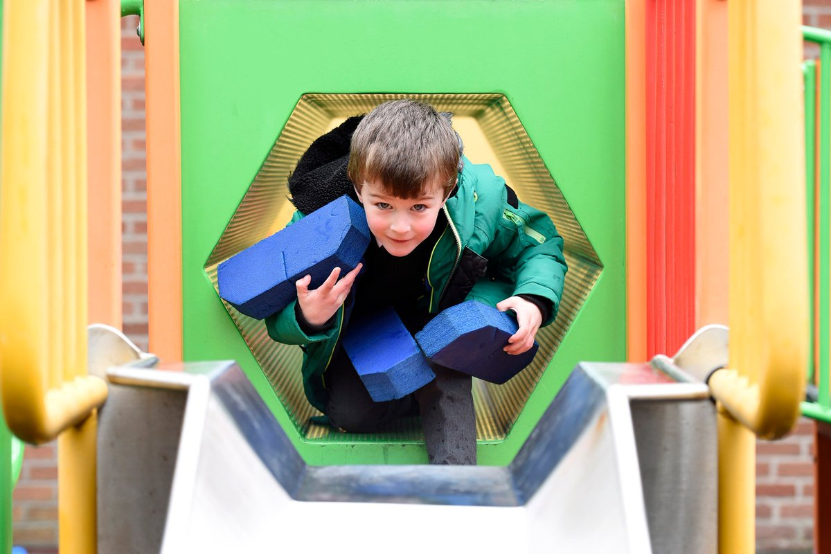 On #MentalHealthAwarenessWeek make sure to spend time playing with your children it's so important to their healthy development & vital for their mental health. Find out more http://bitly.ws/3XhD #PlayMatters #nischools