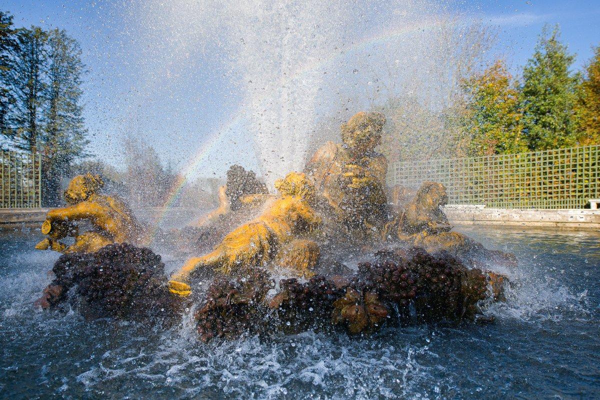 🇫🇷#MuseumWeek Les arcs en ciel des fontaines de Versailles #RainbowMW 🌈 🌍#MuseumWeek The rainbows of the fountains of Versailles #RainbowMW 🌈