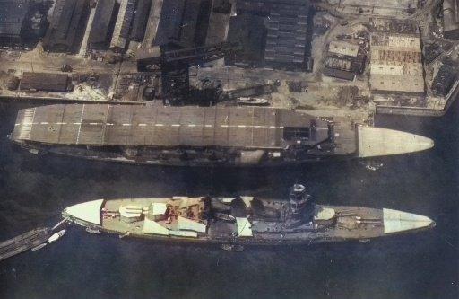 戦艦長門と、巡洋戦艦天城型2番艦改め、空母赤城の大きさ比べです。 元巡洋戦艦なのに、正規戦艦より大きいです…。 #巡洋戦艦天城 #空母赤城 #戦艦長門