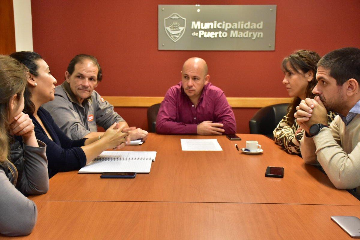 Con la Diputada @CHECHU0405 y autoridades de APAM. Juntos buscamos avanzar en modificar la Ley Provincial, respecto al equilibrio poblacional, tal como lo hacemos en #Madryn con programas conjuntos como las castraciones masivas y la tenencia responsable #ChubutAlFrente
