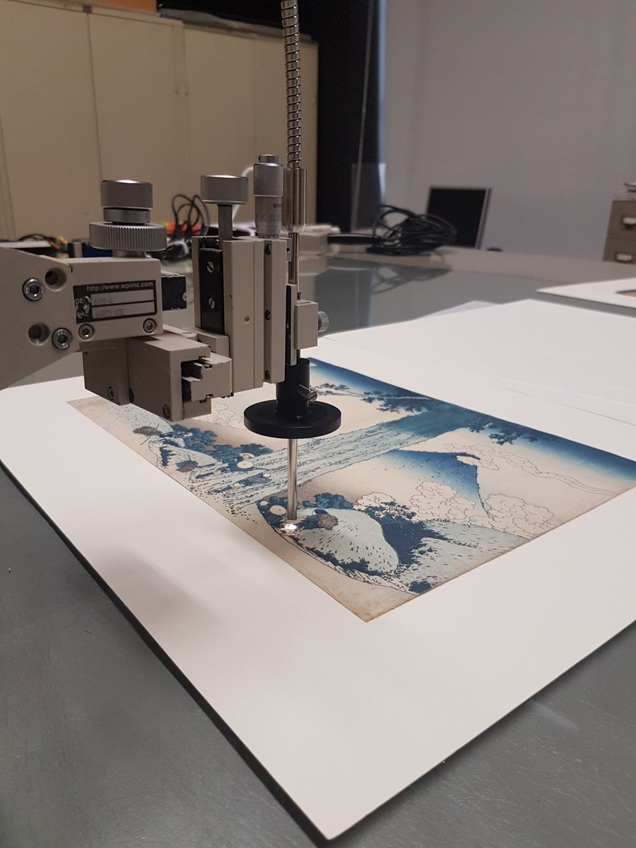 Japanese prints were made in several reprints over the years, using the same printing blocks to reprint the same image.  In this research, a light source (FORS) is used to analyse the reflection of different pigements, such as Prussian blue or indigo.  #MuseumWeek #RainbowMW