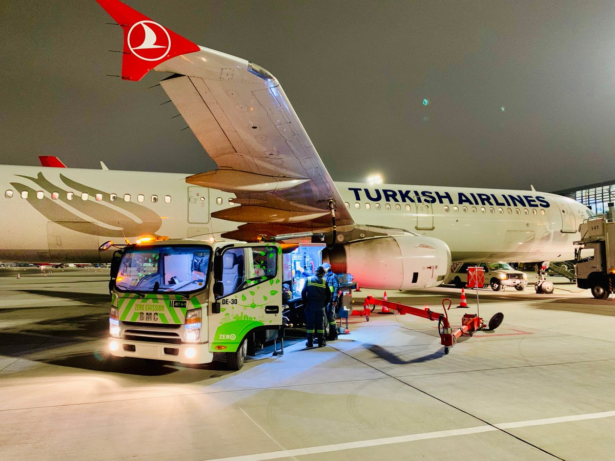 At #IstanbulAirport, we do refuelling with 50 zero emission electric cars and prevent 2,500 tons of CO2 emissions and 750 tons of fuel consumption every year! ✈