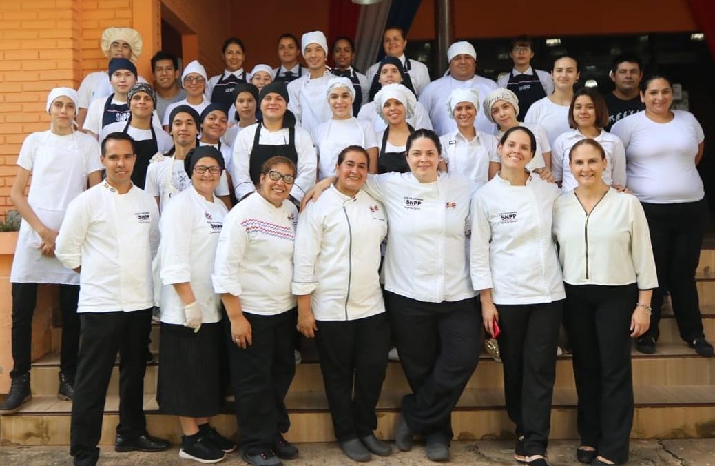 ATENCIÓN SECTOR DE HOSPITALIDAD!  En la Escuela de Gastronomía SNPP estamos buscando empresas aliadas del sector Gastronómico, también de Hotelería y Turismo para trabajar en conjunto en Ferias de Empleo, Reuniones en Mesas Sectoriales, Capacitación Dual, Convenios (abro hilo!)