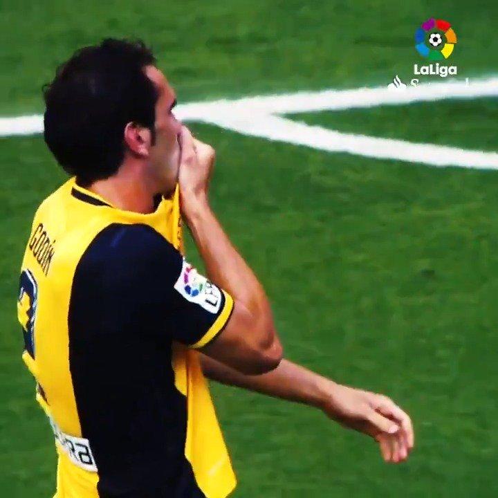 🔴🏆 HISTORIA ROJIBLANCA 🏆⚪  ¡#TalDíaComoHoy, en 2014, @diegogodin sellaba en el Camp Nou el último título de #LaLigaSantander del @Atleti!