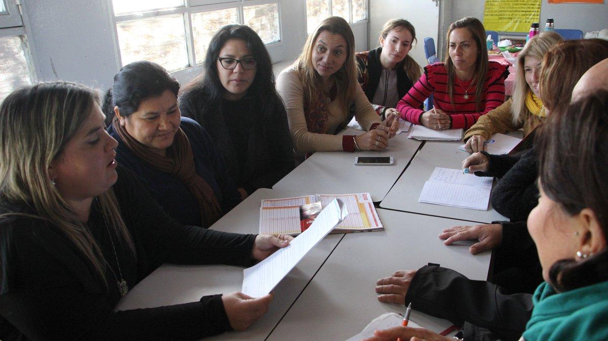 #abcMaestros en #Ezeiza: docentes y directivos compartieron sus experiencias sobre las tareas educativas en la Escuela Secundaria 6. Leé la nota completa 👉 http://www.abc.gob.ar/Un-nuevo-encuentro-de-ABC-Maestros-en-la-Secundaria-6-de-Ezeiza…