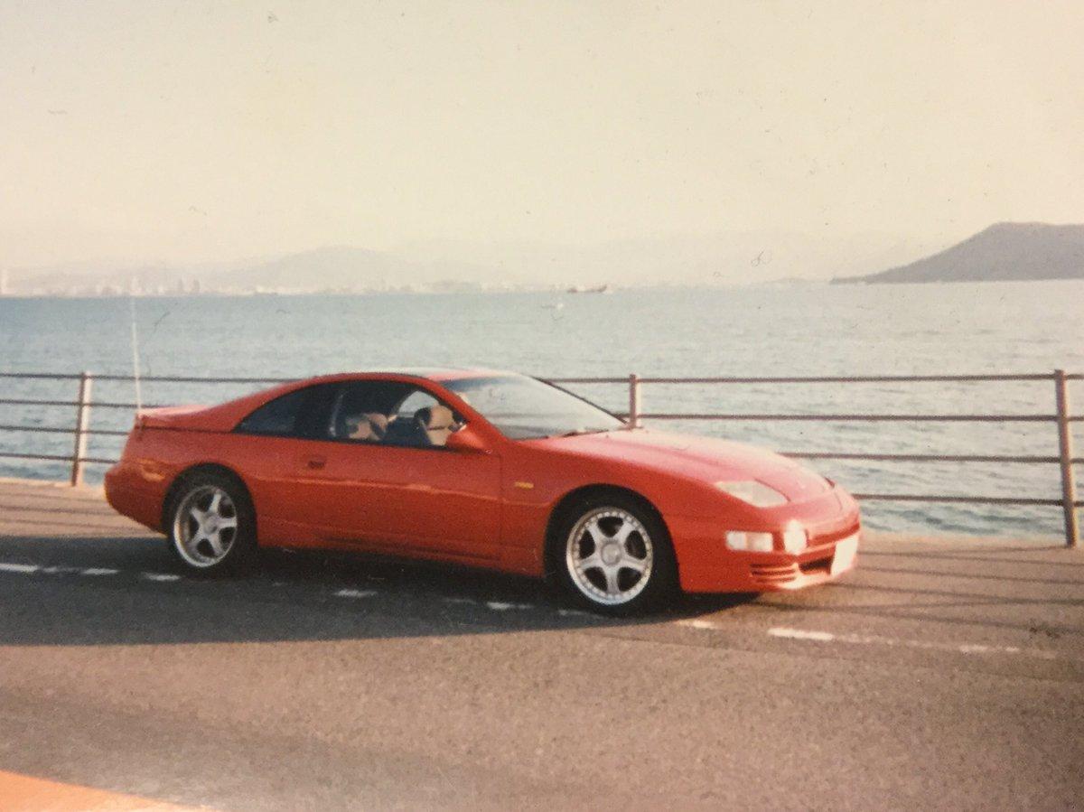 今日はヤフーニュースにフェアレディZの記事が出てました。20年ほど前、就職して最初に買った車がZで写真は当時の愛車です。300ZXっていうんですけど今見てもとてもカッコいい。若い時にしか乗れないと思ってこの車にしました。いい思い出です。