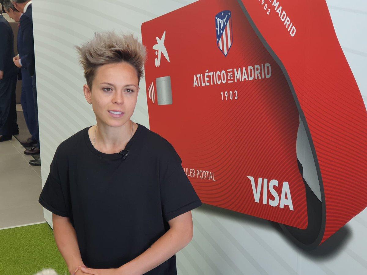 @Amanda10sb y @meseguer15 jugadoras del @AtletiFemenino acudieron a nuestra oficina en el Wanda @Metropolitano ¡Gracias por vuestra visita! #ElFútbolDeTodos
