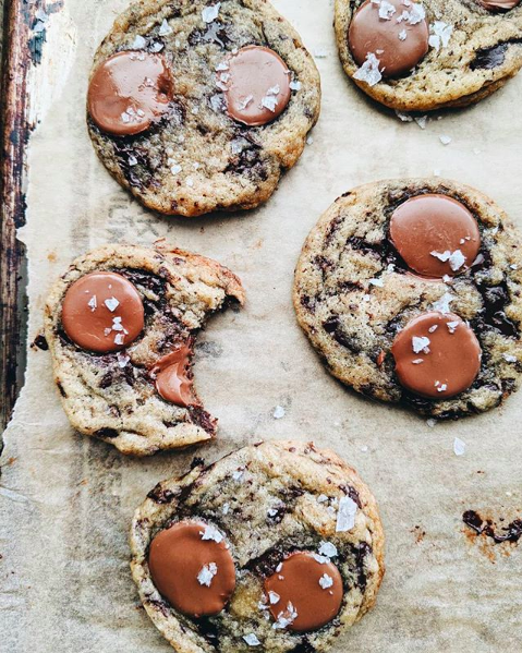 Can't stop swooning over these Salted Chocolate Chunk Cookies. Salty-sweet dessert lovers, you're going to want to make a batch of these ASAP. Those chocolate pools, though! 😍  Get the recipe: https://thefeedfeed.com/arjolee/salted-chocolate-chunk-cookies… #feedfeed #chocolate #cookies #yummy #chocolatechunk #sweets