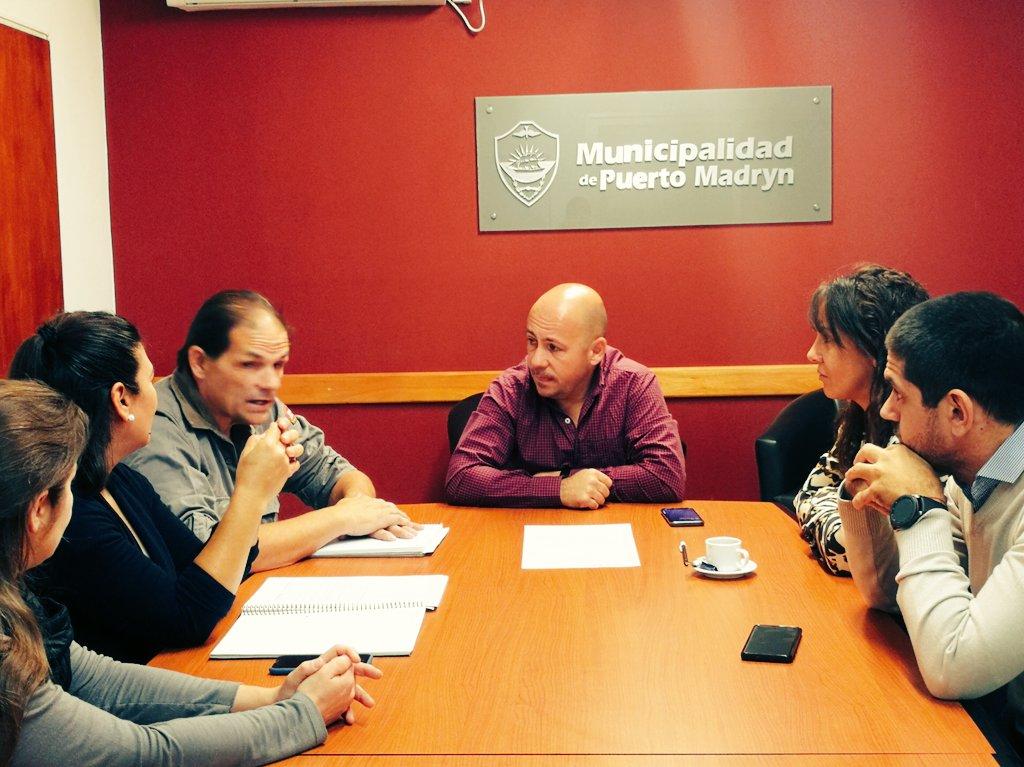 Junto al Intendente @ric_sastre, nos reunimos en #Madryn con autoridades de #APAM 🐱🐶, para interiorizarnos sobre la modificación a la Ley Provincial de Equilibrio Poblacional de perros y gatos. #ChubutAlFrente 💪