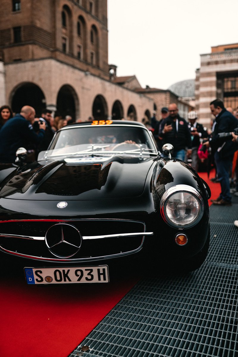 Brescia 👉 Rome 👉 Brescia 🗺  Seven iconic @MercedesBenz 300 SLs, 1,000 miles! 😍😍😍  #MBmille 2019... Let's go! 👊  @MB_Museum #MBclassic https://t.co/8utBWYJVHl