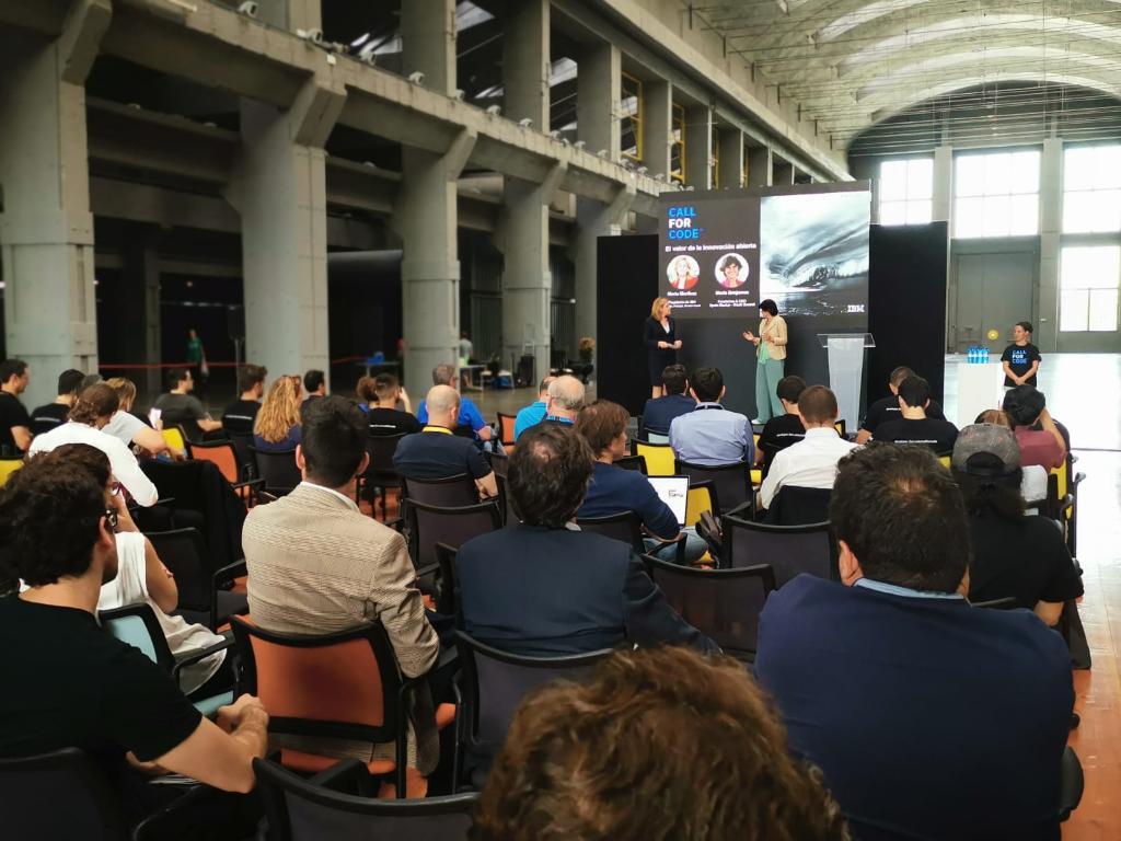 Hablando sobre el valor de la #innovación abierta. @mbenjucv fundadora y CEO de @Spain_StartUp y @south_summit  @MMartinezAlonso Presidenta de IBM España, Portugal, Grecia e Israel  #CallforCode https://t.co/PkiLFvB36j
