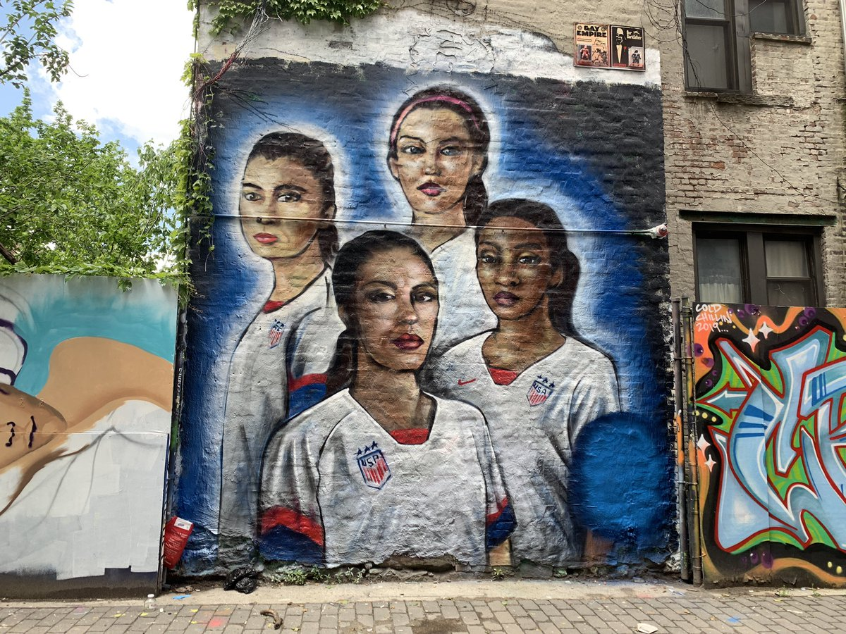 new mural in the lower east side 🇺🇸