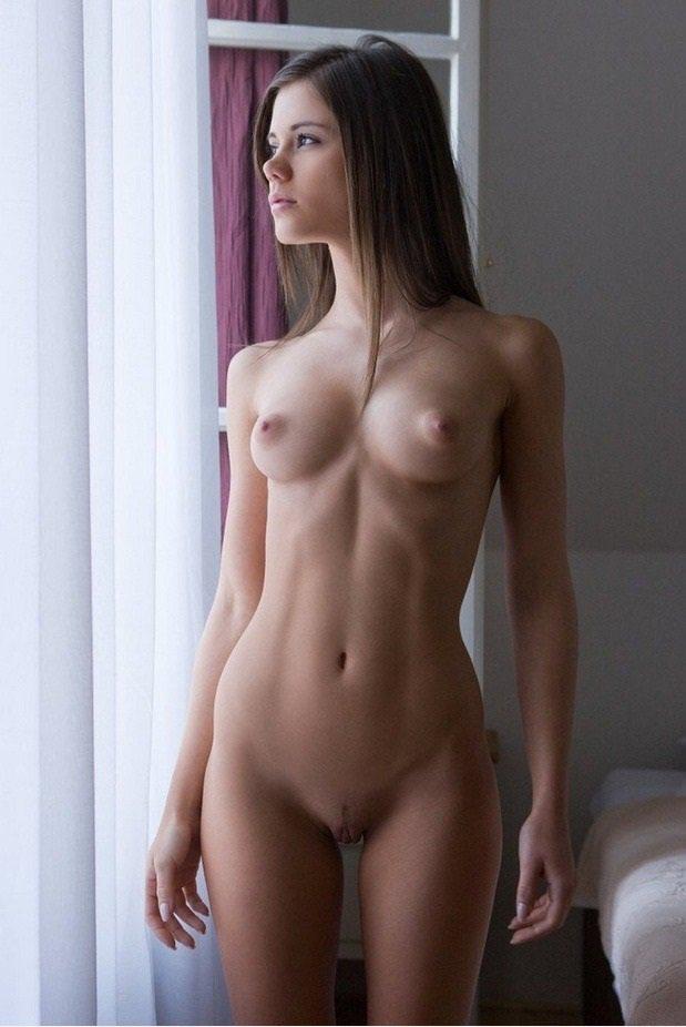 скромная и голая может