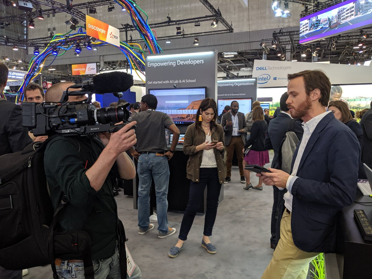 So @AlexKouchner and I are not just announcing 🎤 all the speakers on the CEO Forum stage... Were shooting video 🎬 around the stands too! Were everywhere!🏃♂️🏃♀️Catch us if you can! #VivaTech #CEO #video twitter.com/AlexKouchner/s…