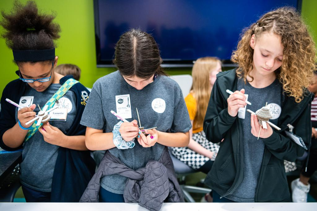 Middle schoolers put their engineering skills to the test as they tackled a design challenge during TECH Day this week @NASAGlenn. They also toured our labs and learned about careers @NASA. THANK YOU @Astro_Wheels for meeting with the students! Event 📸: facebook.com/pg/NASAGlenn/p…