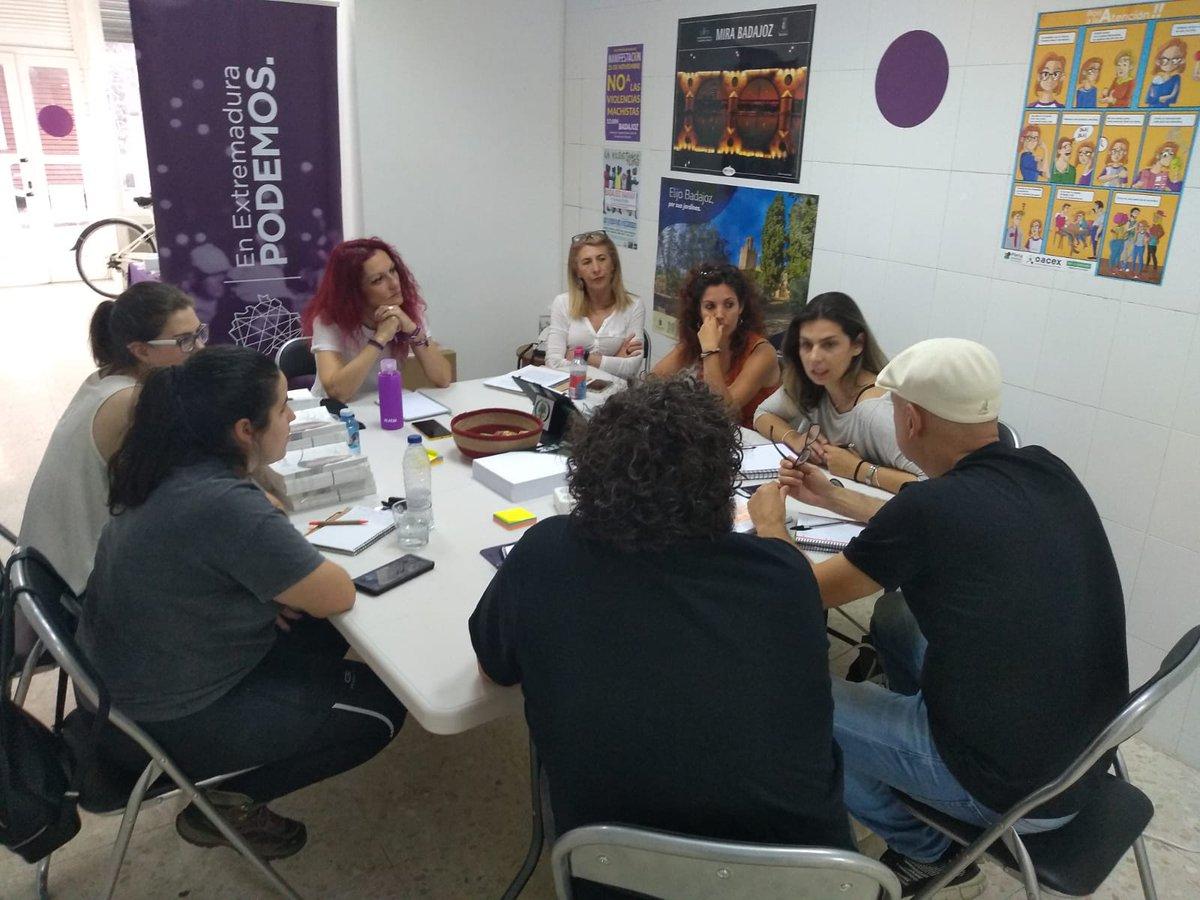 Esta tarde nos hemos reunido con ADANA y SOS Perrera de Badajoz 😊