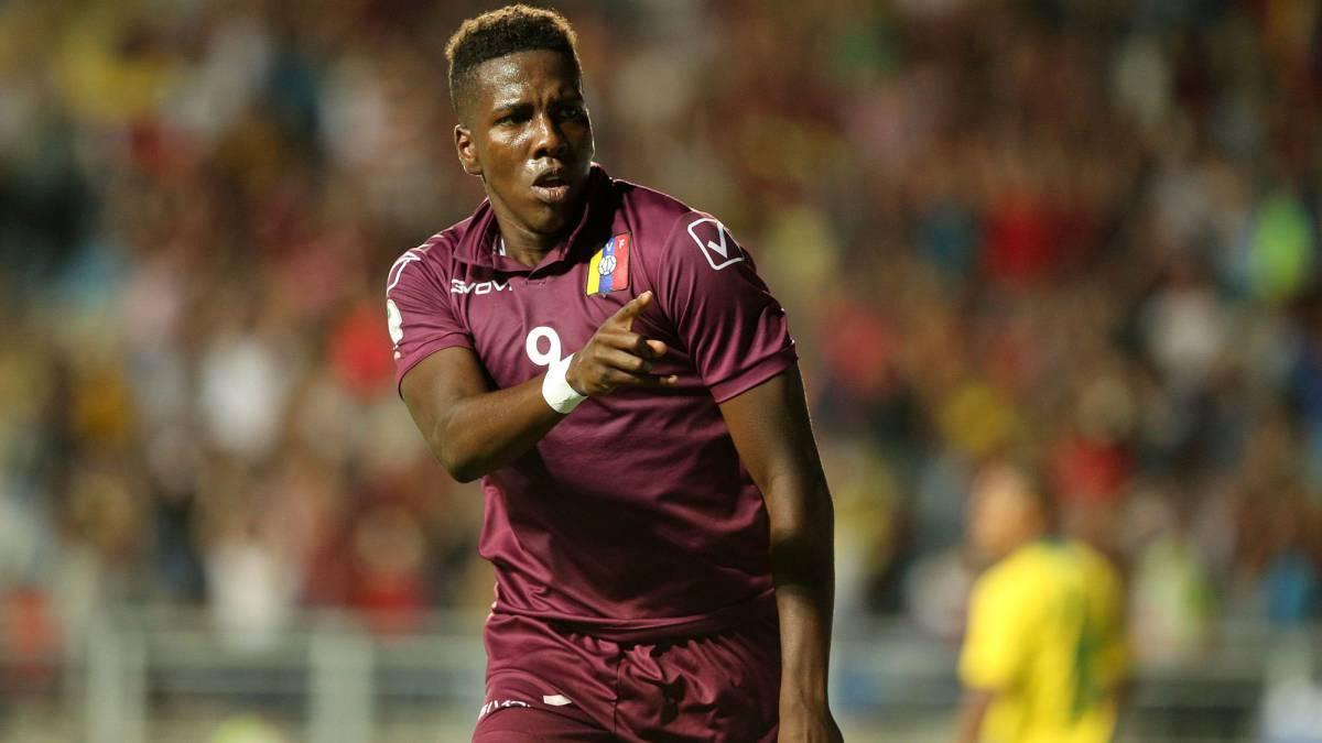 Si #Hurtado no se va al futbol alemán, Alfaro le dijo a @NicoBurdisso_8 que le gusta para Boca. (Costa x @TNTSportsLA)