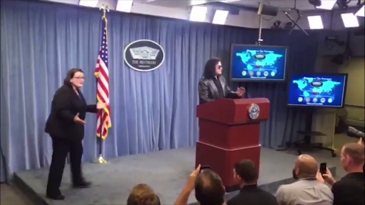 .@GeneSimmons pays surprise visit to White House and Pentagon http://hill.cm/LI0DEcn