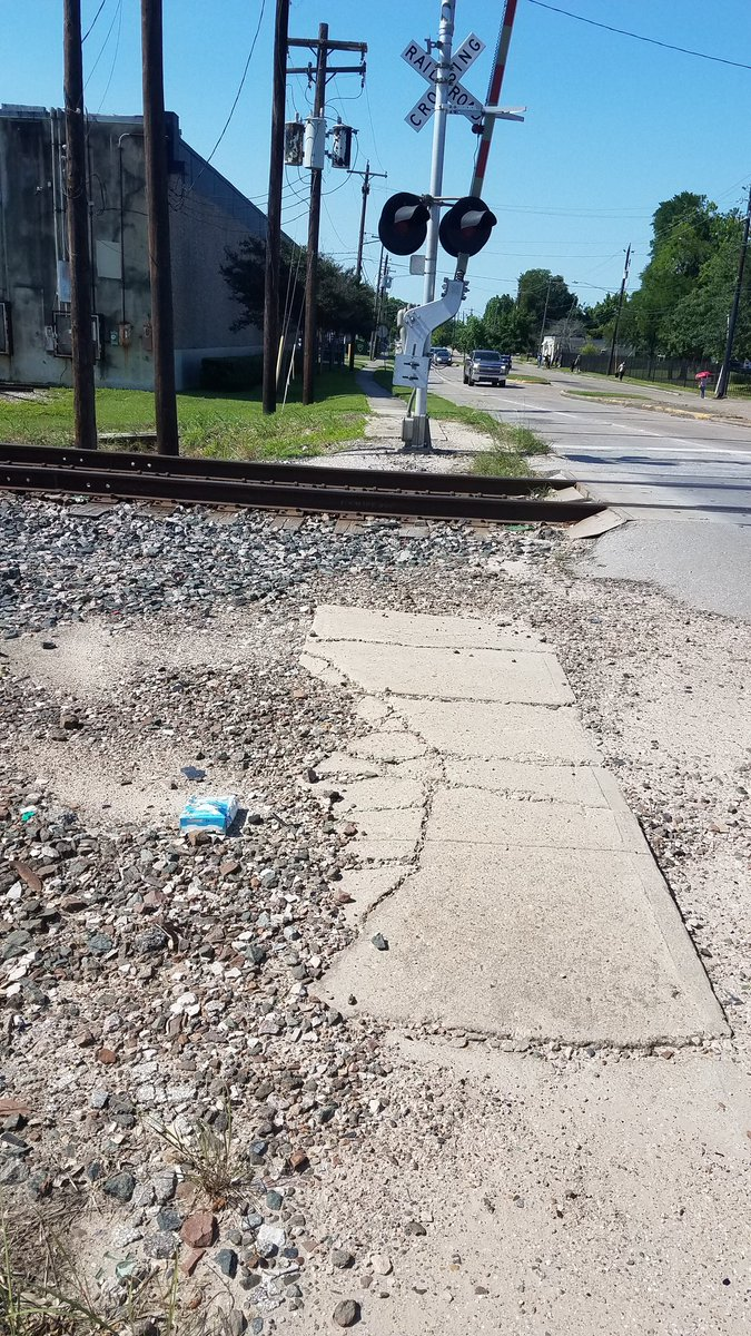 Why are sidewalks always incomplete at railroads? #completecommunities<br>http://pic.twitter.com/cqZB9m0GSQ