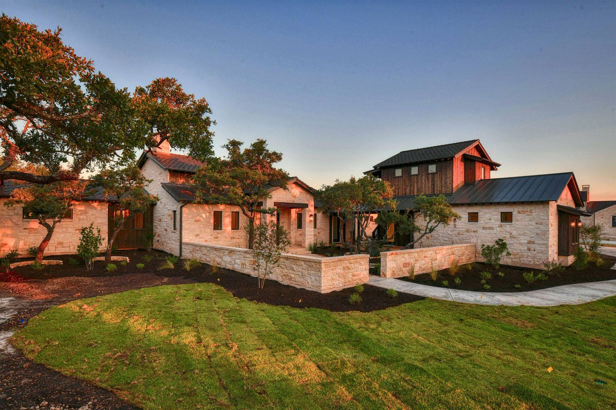 135 Sedgefield Trail ft. the golden hour http://bit.ly/135sedgefieldtrail…  #BootRanch #GetInspired