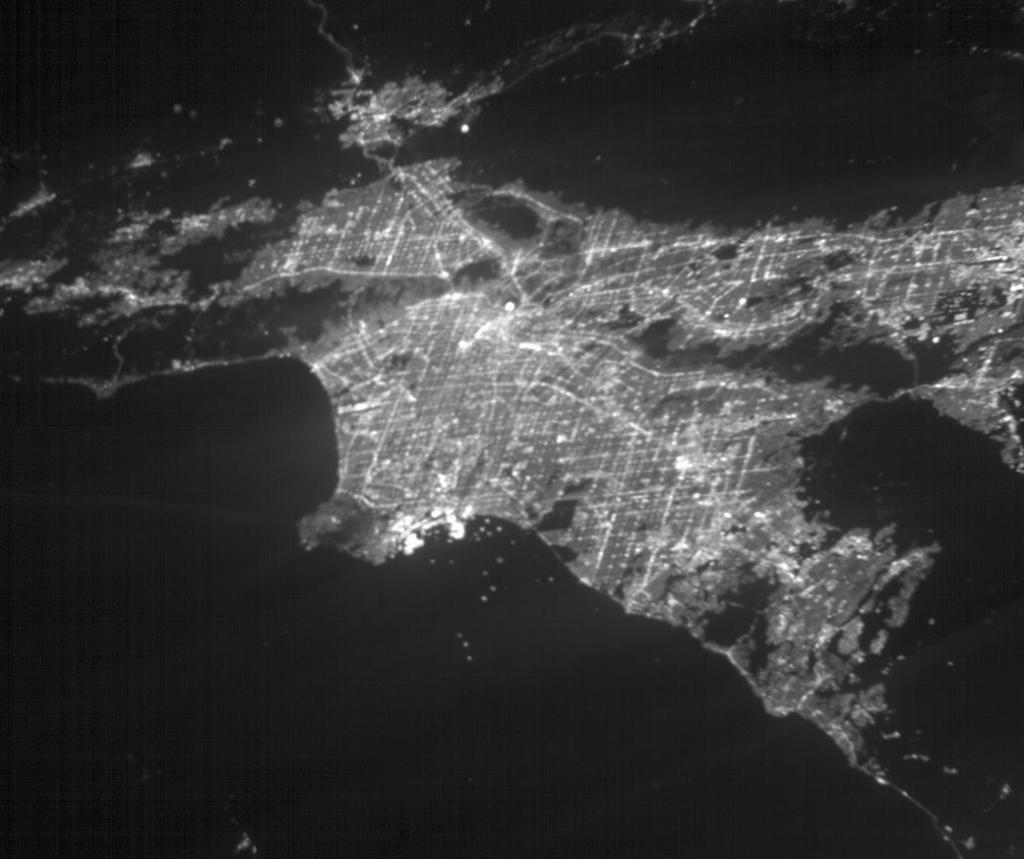 📸 Greater Los Angeles, imaged by a CubeSat! See any landmarks? Click for a labeled map showing where they are: go.nasa.gov/2QcCYG0 This photo was taken by @NASAJPLs ASTERIA satellite. It was built to search for exoplanets but pointed its camera at Earth to test hardware.