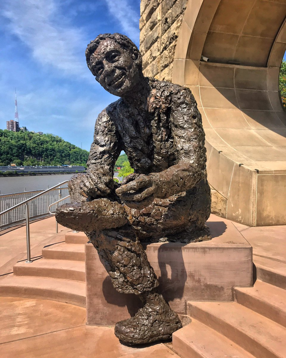 Visit Pittsburgh A Twitter It S A Beautiful Day In The Neighborhood Hello Neighbor Rt Halickim In Pittsburgh On The Link Trip I Happened Upon This Great Statue Of Mr Fred Rogers Along