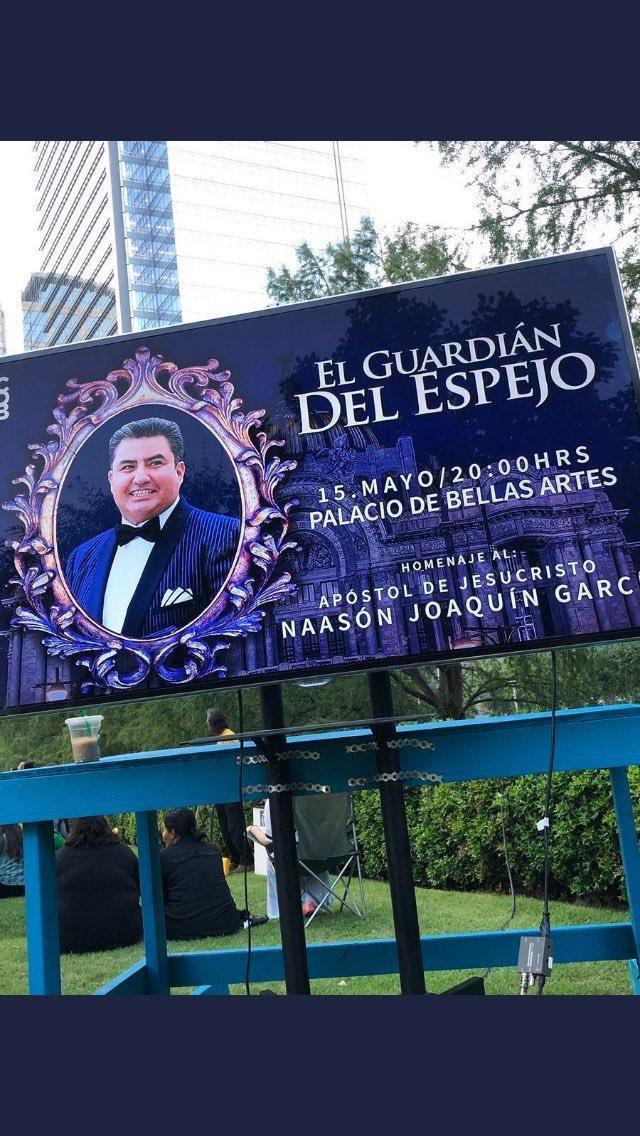 """El marco del espejo y la corbatita del """"Guardián del Espejo"""" demuestran que las reservas culturales de México son, en efecto, """"las mejores del mundo""""."""