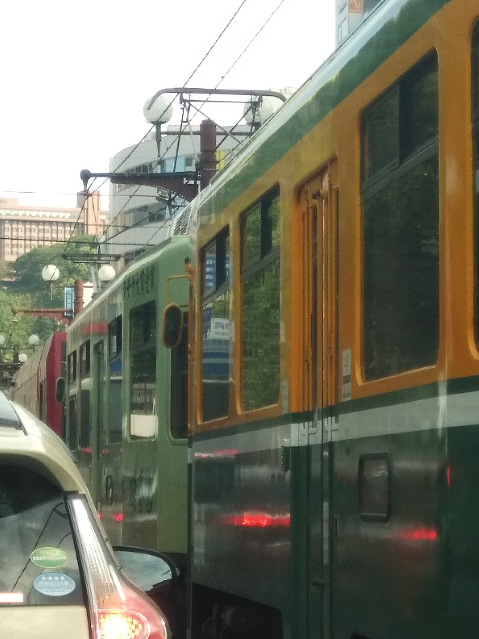 画像,電車事故って渋滞してるんだけど https://t.co/O6sq5zB0fB。