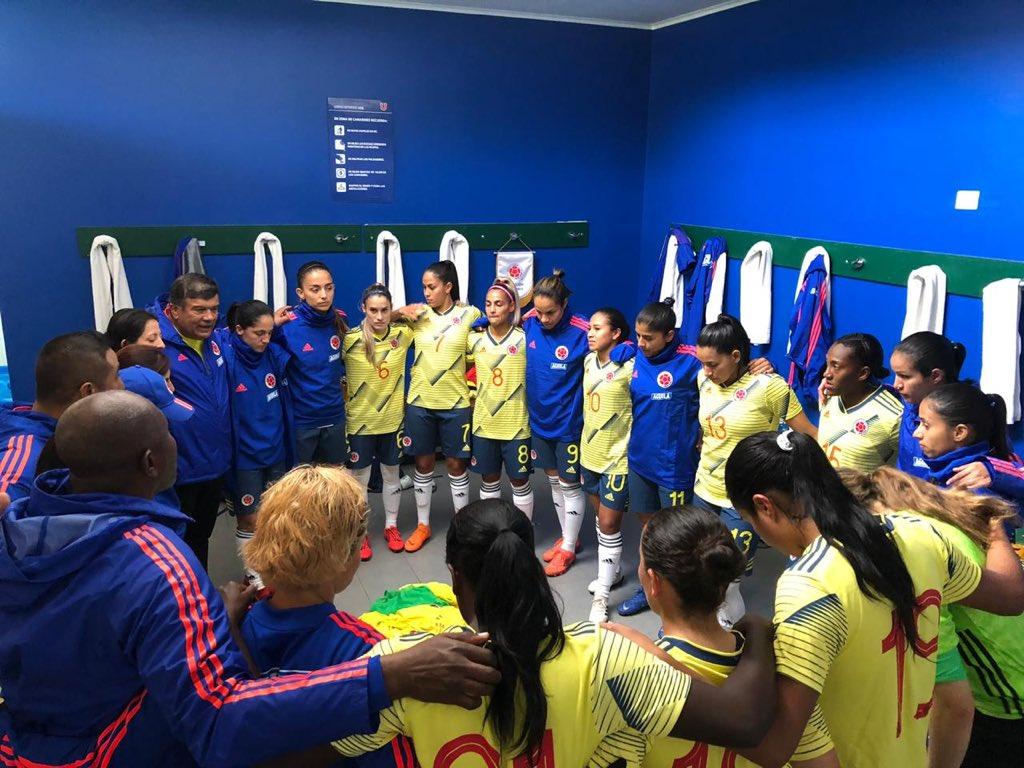 Algunas imágenes de la victoria de nuestra Selección Colombia Femenina en Chile. 👊🏼💪🏼🇨🇴