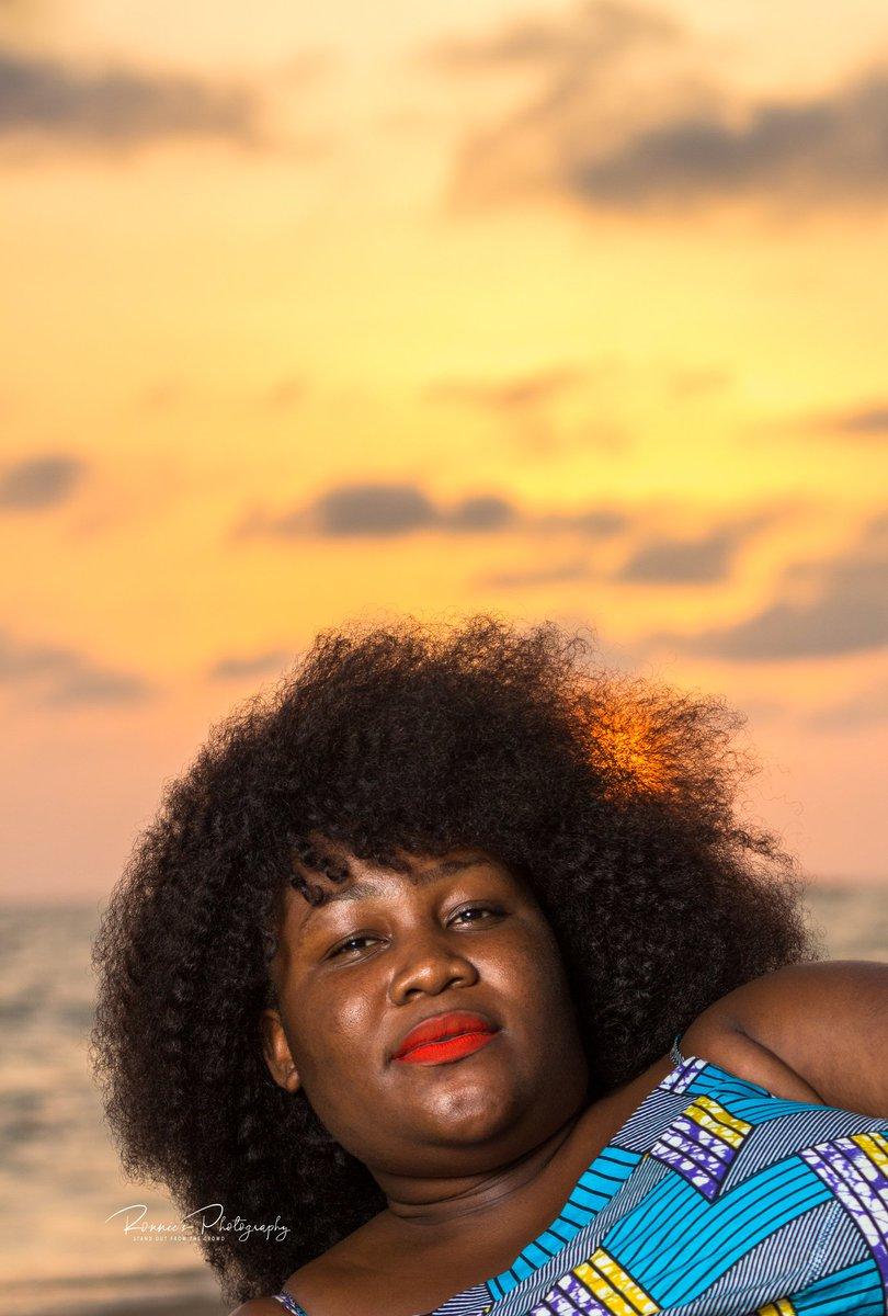 #goldenhour #goldenhourphotography #goldenhourportraits #portraitphotography #portraitonthebeach #portrait #destinationsierraleone #sunsetonthebeach #beach #sierraleoneanskillingit #sierraleone #RonniesPhotography  #StandOutFromTheCrowd https://t.co/TvXFQy38ao