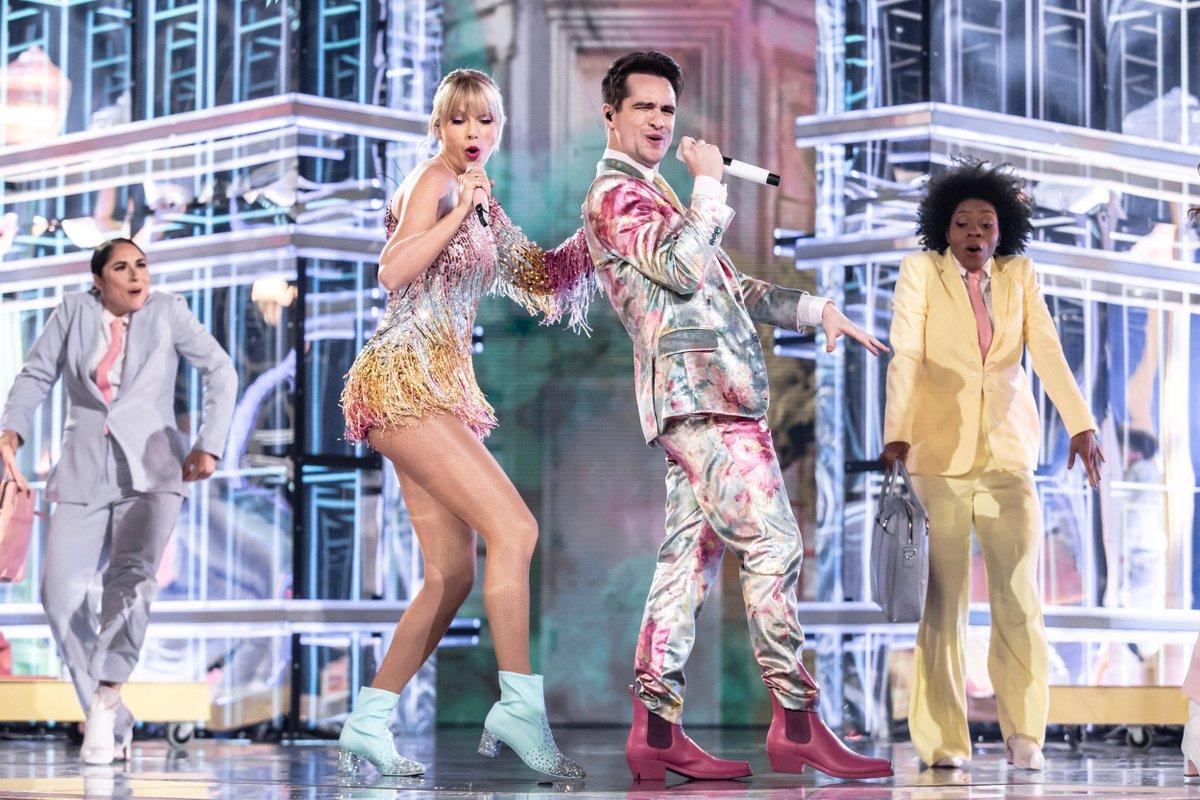 ooh-ooh-ooh-ooh 🎶 @taylorswift13 @brendonurie #BBMAs