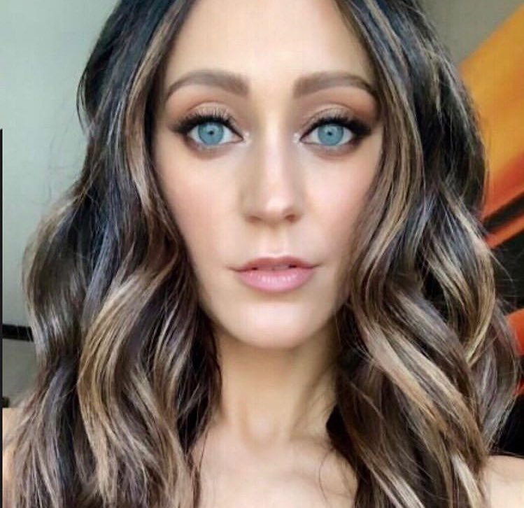 """Jasminrobleshair posted this on her Instagram! """"Hello Gorgeous! Sarahurie for #billboards2019 #makeup by peckisme"""" 5/16/19 pt.2<br>http://pic.twitter.com/oblkF96i5J"""