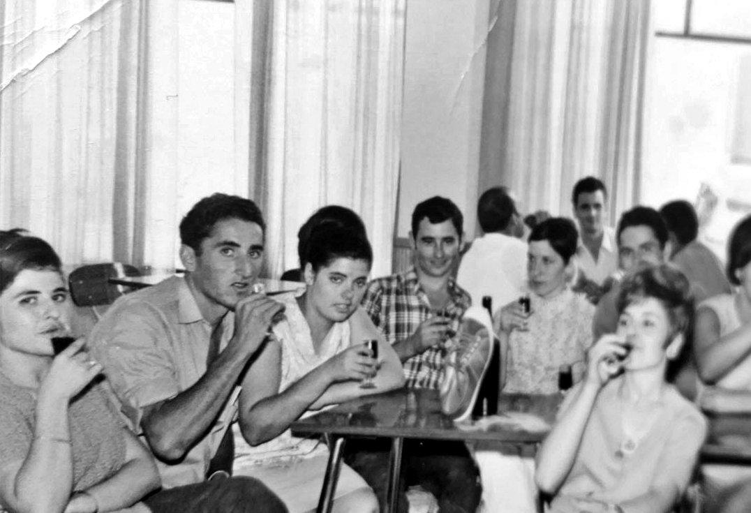 ¡Buenos días #Alcorcón! En algún lugar de nuestro municipio en 1960. Pongamos que hablo de Alcorcón. Soy de http://www.alcorconhoy.com #AlcorcónAntiguo #MeGustaAlcorcón