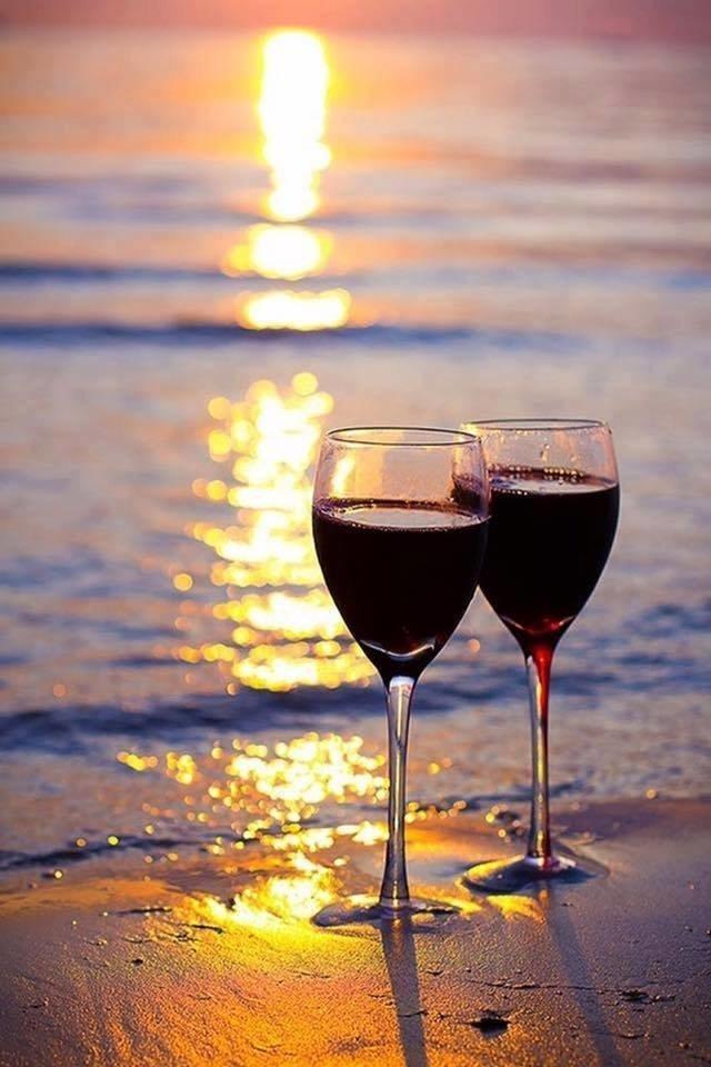 Картинки бокалы с вином и море