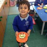 The Kindergarten children enjoyed using a spiralizer this week to make an edible jellyfish. They were excited to turn the handle to create the courgette spaghetti 'tentacles' and were very proud of their jellyfish which they enjoyed for their afternoon snack. #preprep #earlyyears