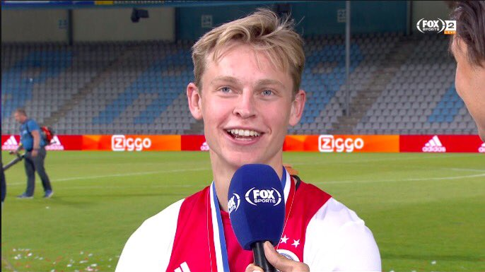 """Frenkie de Jong: """"I am so excited to see Messi during training, I think I am just going to pass every ball to him!"""" 😂😂"""