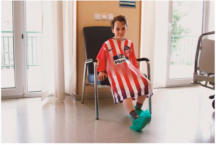 Le media espagnol Panenka a eu l'idée de créer des blouses aux couleurs des joueurs préférés des enfants malades influencia.net/fr/actualites/… @INfluencialemag
