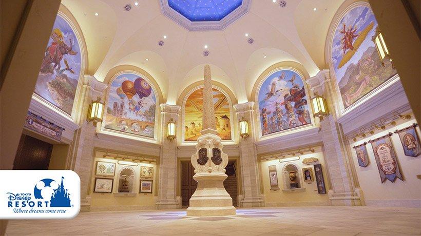 明日7月23日に、ディズニーシーのメディテレーニアンハーバーにオープン予定の新アトラクション「ソアリン:ファンタスティック・フライト」の内観になります✨