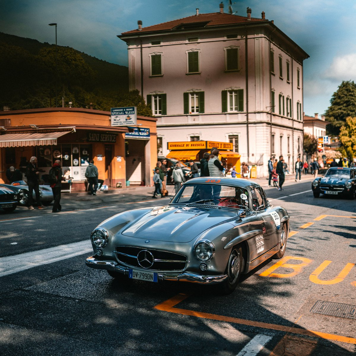 Welcome to our daily update from Italy or as we like to call it during the #MBmille: The 300 SL country 😎 #MBclassic #1000miglia #1000miglia2019