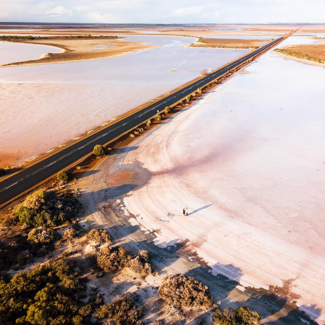 Marvel at the diversity of the @Golden_Outback at #LakeKing. Here, you can be immersed in the rugged beauty of #FrankHannNationalPark, challenge yourself to rock-climbing on Peak Charles or drive @WestAustralia's longest salt lake road. (via IG/quietachiever) #justanotherdayinWA https://t.co/ArawmpXoiL