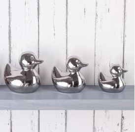 #Competition Whether your bathroom is big or small, we are pretty sure these duck ornaments will make your space appear stylish! To win them, retweet and follow us. T&amp;C's apply, ends 23/05. #FreebieFriday <br>http://pic.twitter.com/JJYvSWAcQS