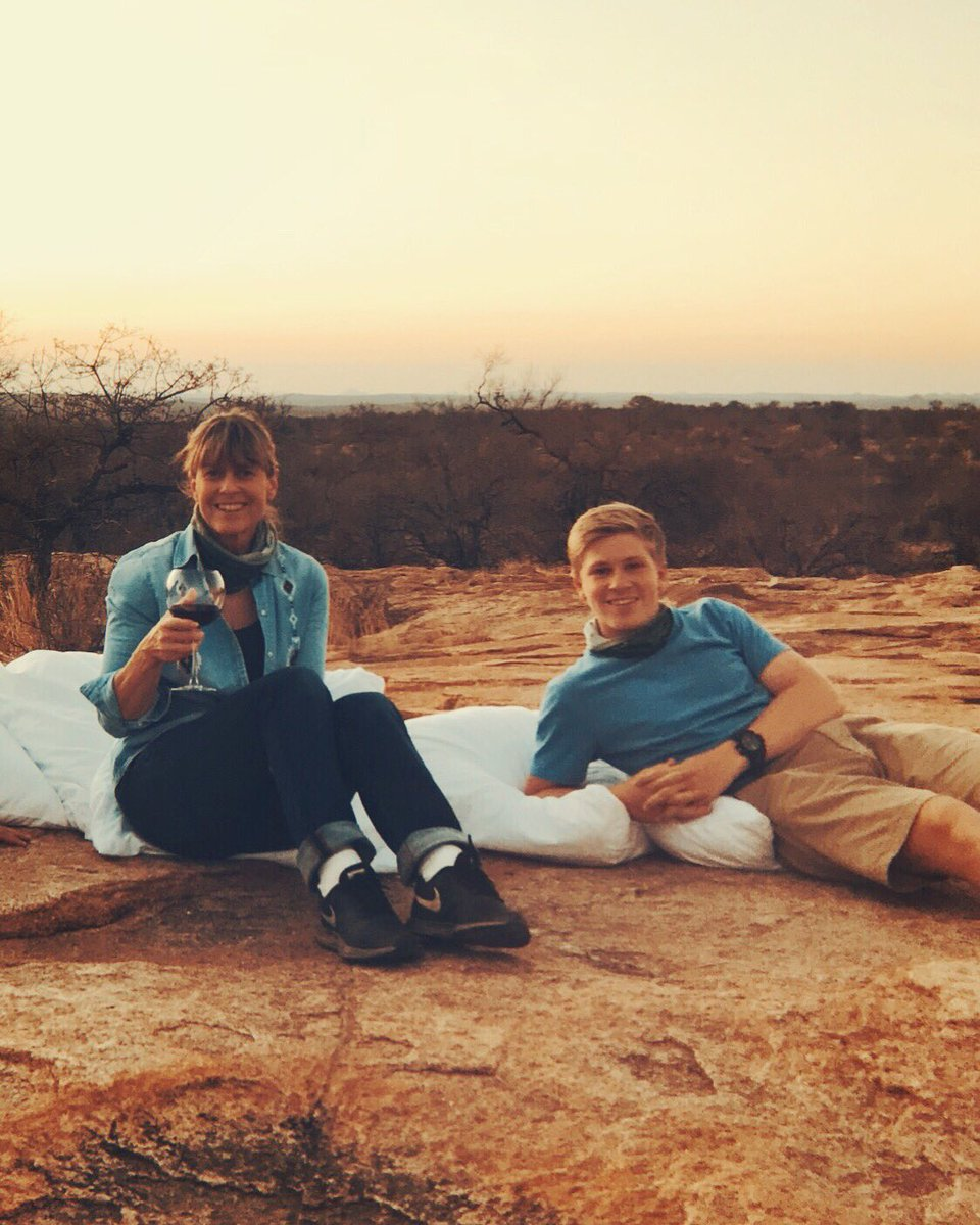 Missing these African sunsets  #flashbackfriday <br>http://pic.twitter.com/bFFxxjnGfW