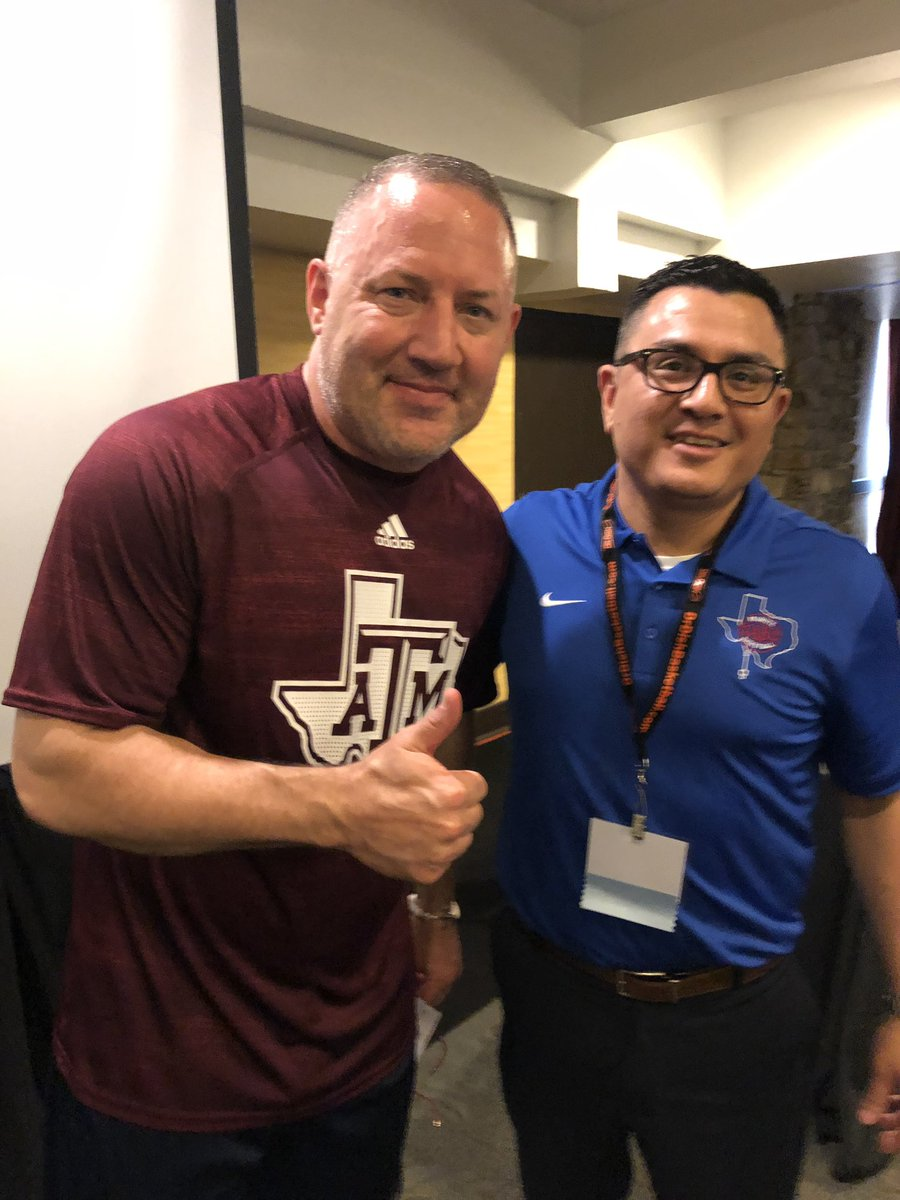 Thank you @TeamCoachBuzz for speaking at this morning's Early Riser #TABCHoopsClinic presentation!!  @aggiembk @floresjosue<br>http://pic.twitter.com/VPWmYDBWqT