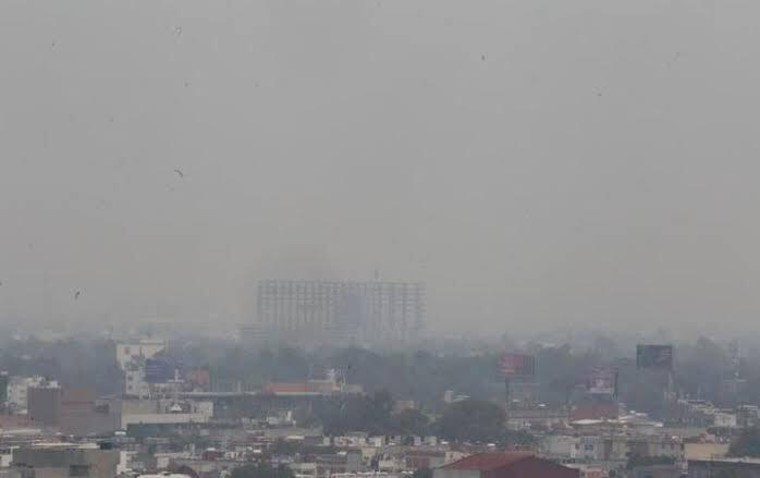I'm mexican and this is how my country looks right now #contaminacioncdmx #ContigenciaAmbiental #ContaminaciónCDMX