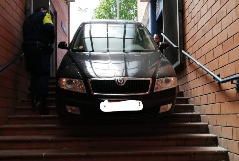 Nederlands stel rijdt per ongeluk trap metrostation Rome af