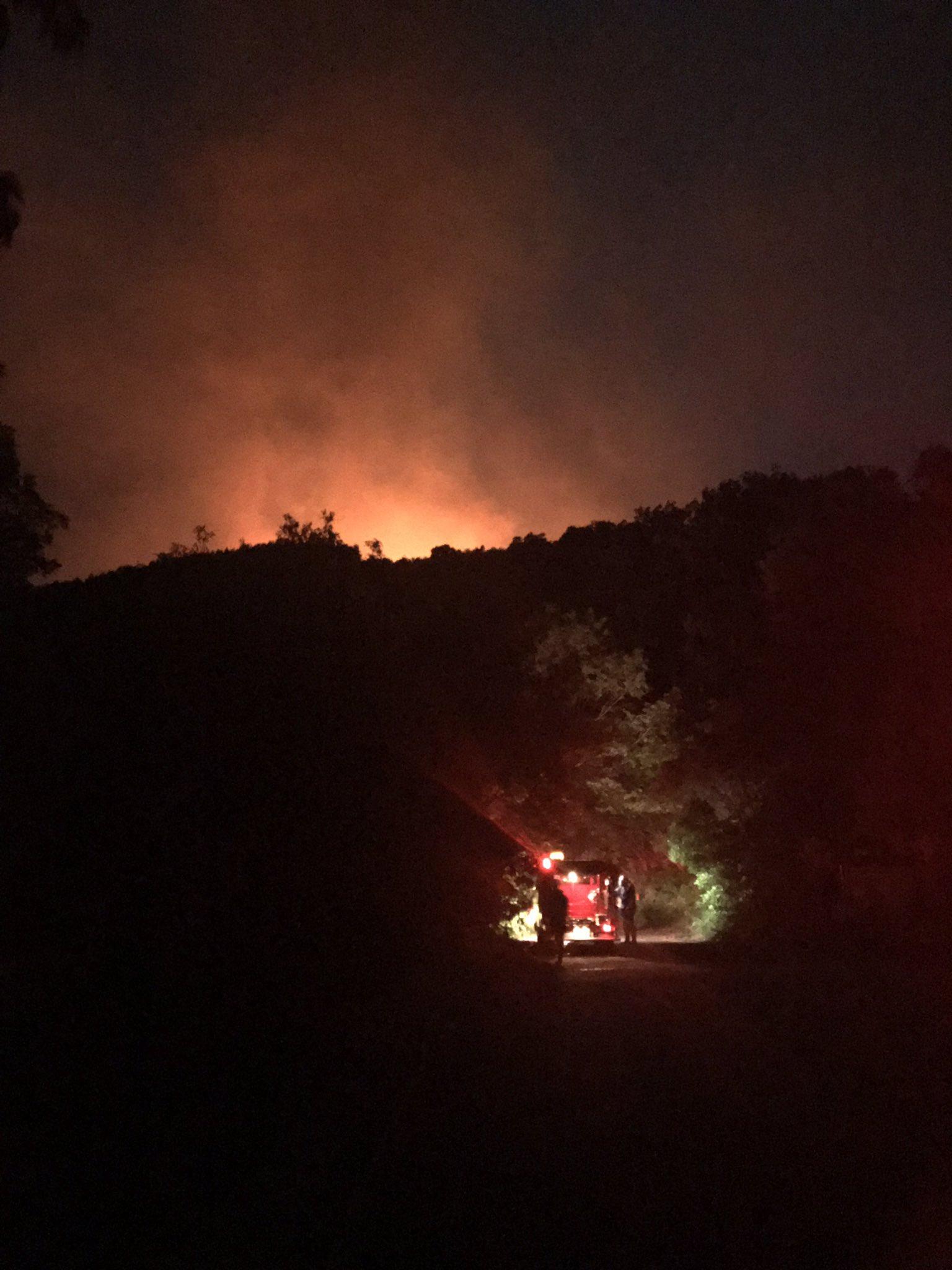画像,大火事。 https://t.co/RRXHnfWGc7。